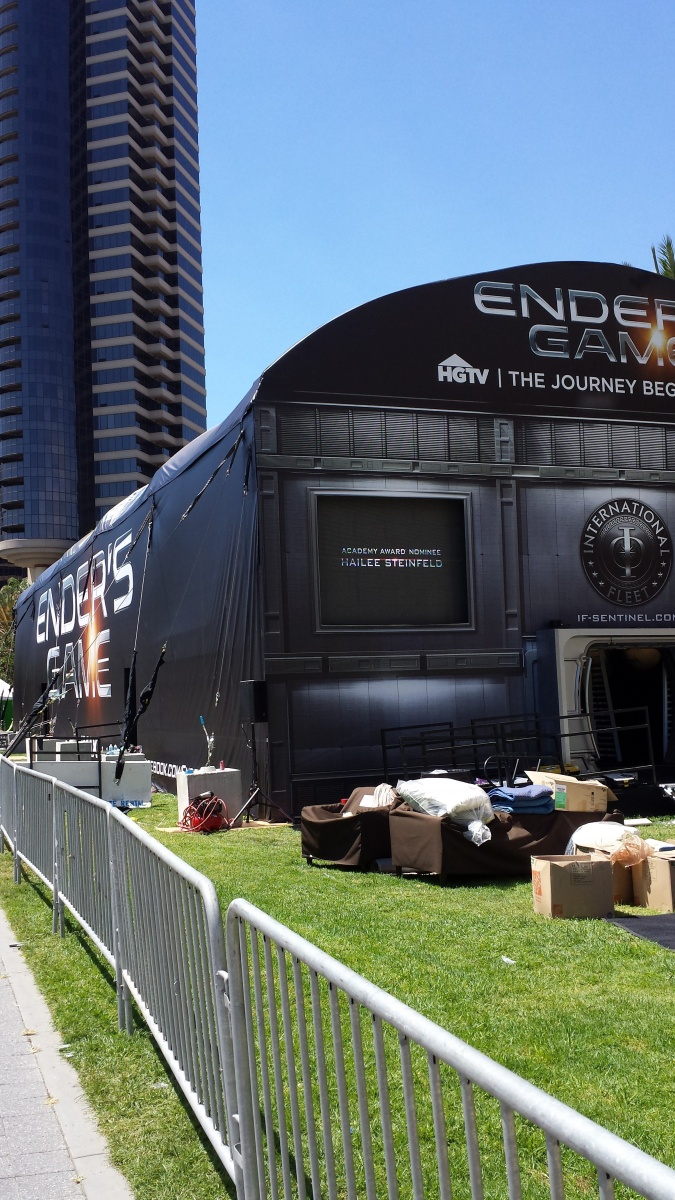 the cube at the enders game movie tent at comic con in san diego 3d systems. Black Bedroom Furniture Sets. Home Design Ideas